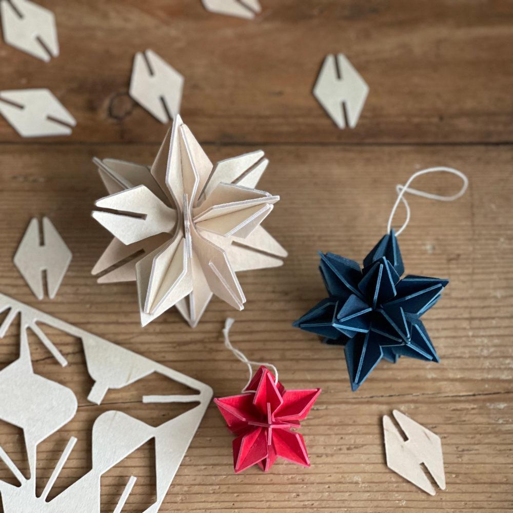 Lovi Star, natural wood, dark blue and bright red