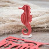 Lovi-merihevonen, korallinpunainen, koottava puinen hahmo