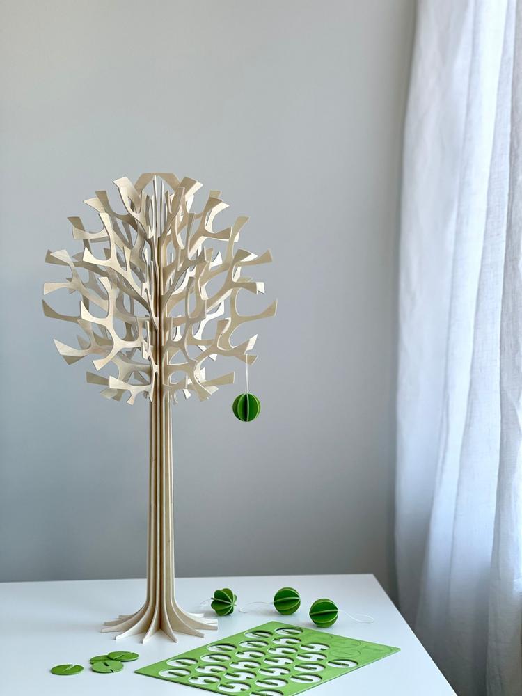 Lovi Tree 55cm natural wood with Lovi Baubles 3,5cm kight green